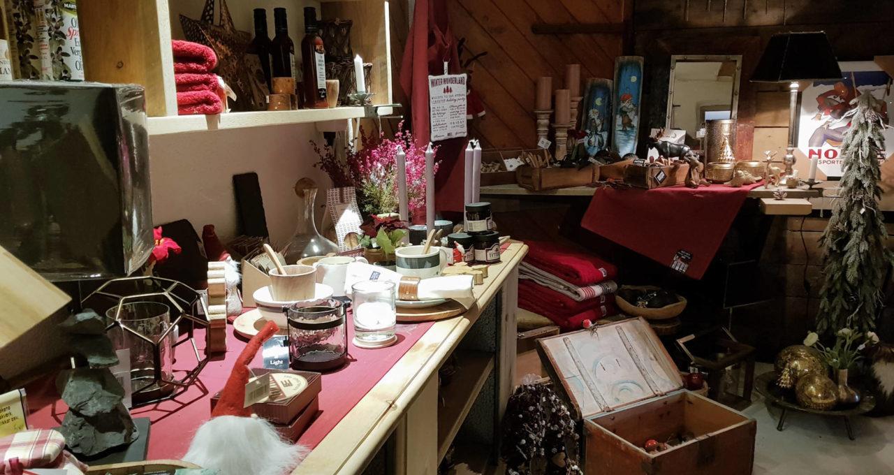 Butikken OiiOii har et bredt utvalg interiør, klær og matvarer.