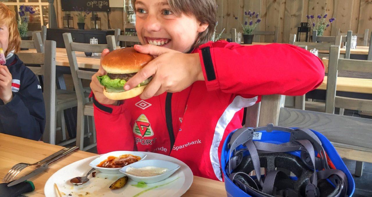 H&L burger i Klatrekaféen